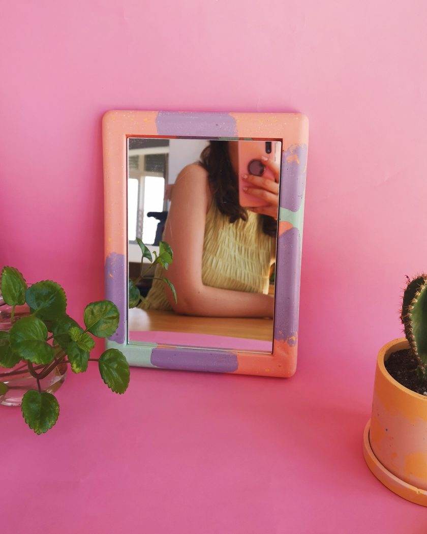 Espejo multicolor jesmonite