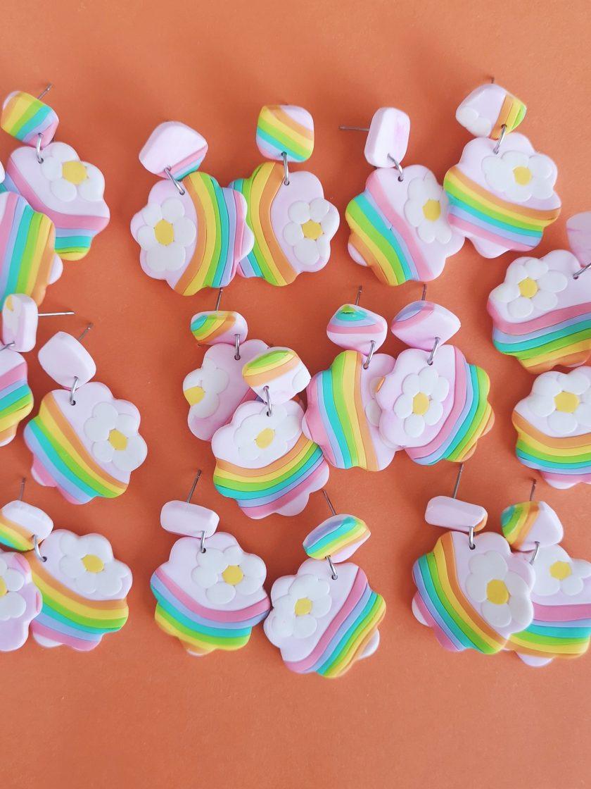 pendientes flor con arcoíris